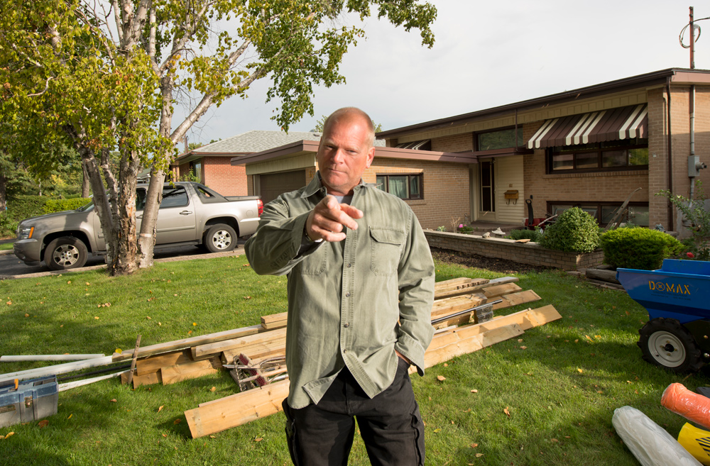 Mike-Holmes-pointing-planning-a-reno