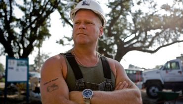 Mike Holmes White Hat Arms Crossed