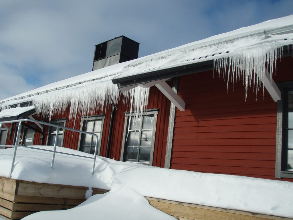 10 tasks for your winter home maintenance checklist - mike holmes - ice damming